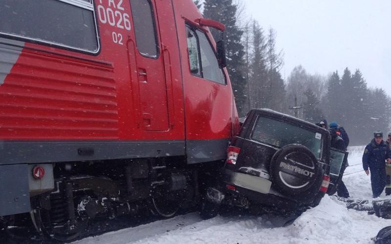 Поезд протащил автомобиль 300 метров— новые подробности жуткого ДТП под Выгоничами