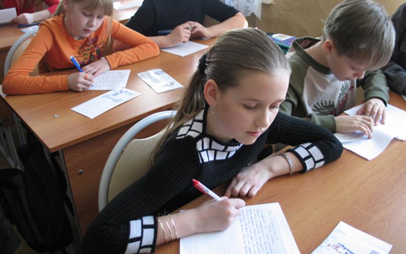 Почта России позвала брянских школьников на конкурс «Лучший урок письма»