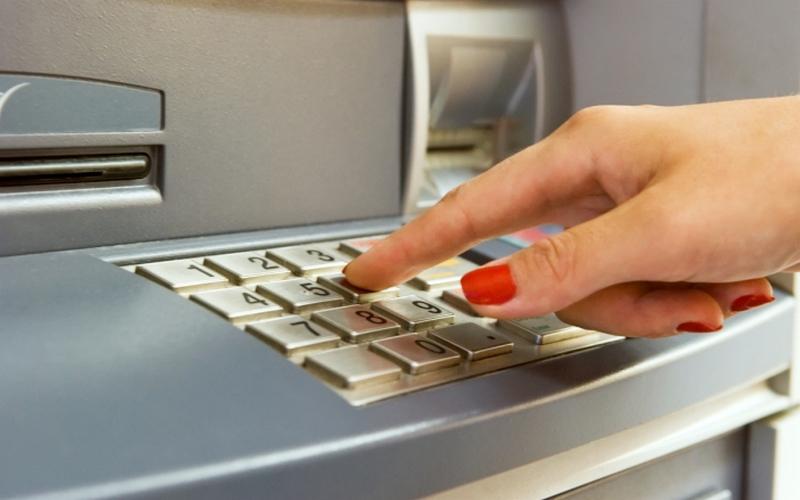 У рассеянного брянца украли в кафе банковскую карту