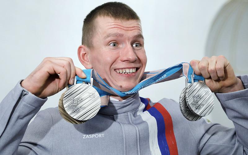 Лыжника Александра Большунова повысили в звании до младшего лейтенанта