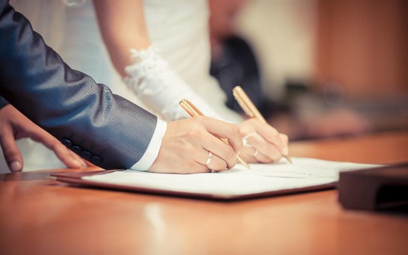 С начала года в Брянской области заключили более тысячи браков