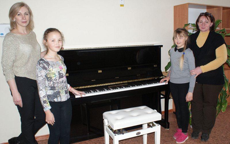 В детские школы искусств Брянщины поступила новая партия фортепиано