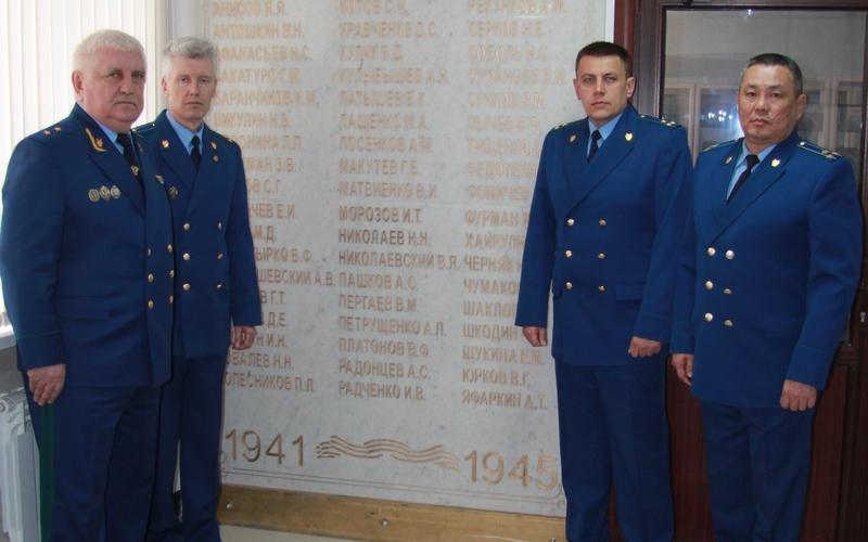 Работники брянской прокуратуры увековечили память своих героев