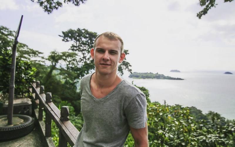 Брянского фотографа и его девушку ограбили на Бали