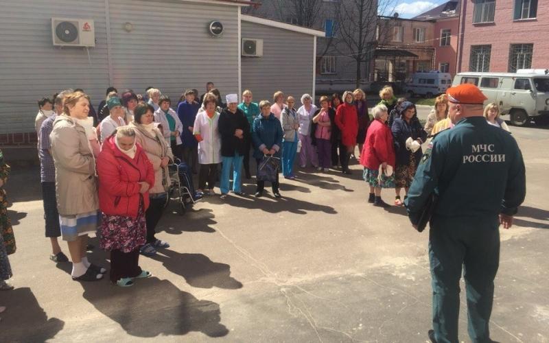 Из клинцовской больницы эвакуировали свыше 300 человек