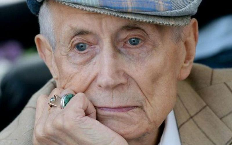 В Брянске отменили вечер памяти поэта Евгения Евтушенко