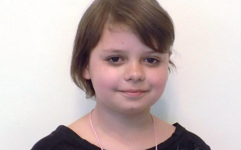 В Брянске 11-летняя Карина осталась без отца и матери