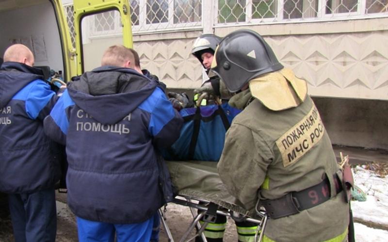 В Брянске пожарные спасли мужчину из горящей квартиры