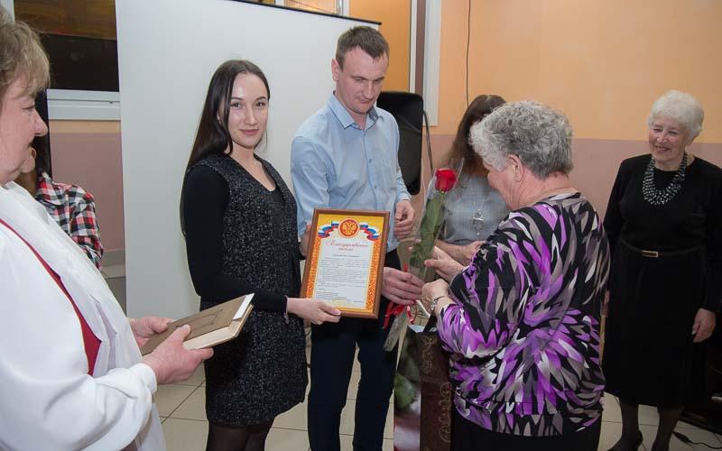 В Брянске бывшие узники концлагерей получили подарки от депутата Бориса Пайкина