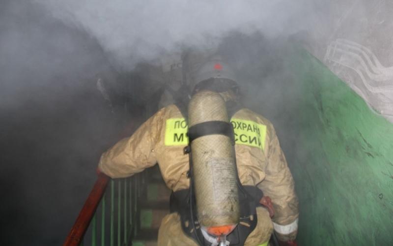 Из горящей в Брянске многоэтажки эвакуировали 25 человек