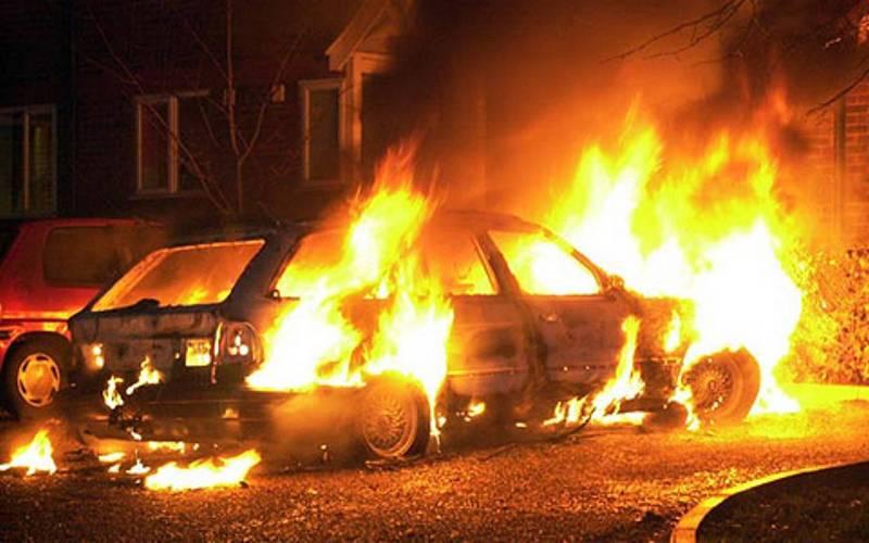 В Выгоничском районе огонь уничтожил легковушку