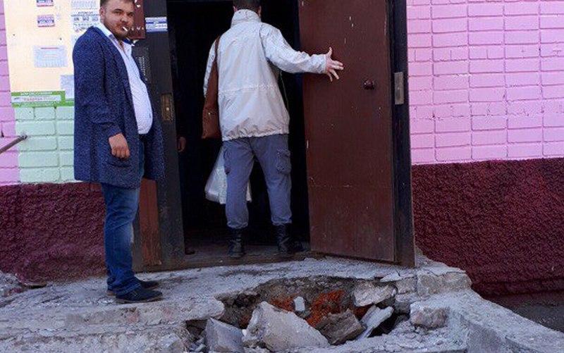 Жители Брянска пожаловались на опасные руины возле многоэтажки