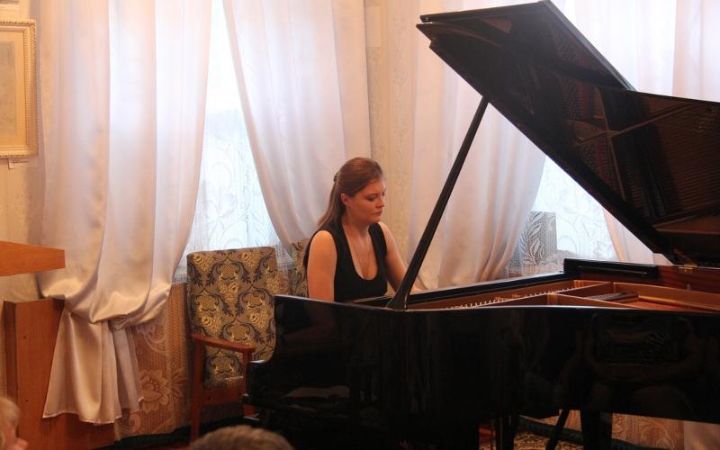 Брянских любителей музыки пригласили на концерт мастеров игры на фортепиано