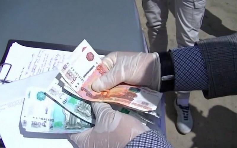 Брянский дознаватель ФСБ отказался от взятки в 45 тысяч рублей