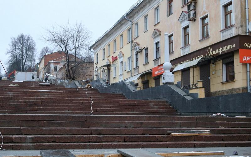 Главную лестницу Брянска пообещали открыть к 9 мая