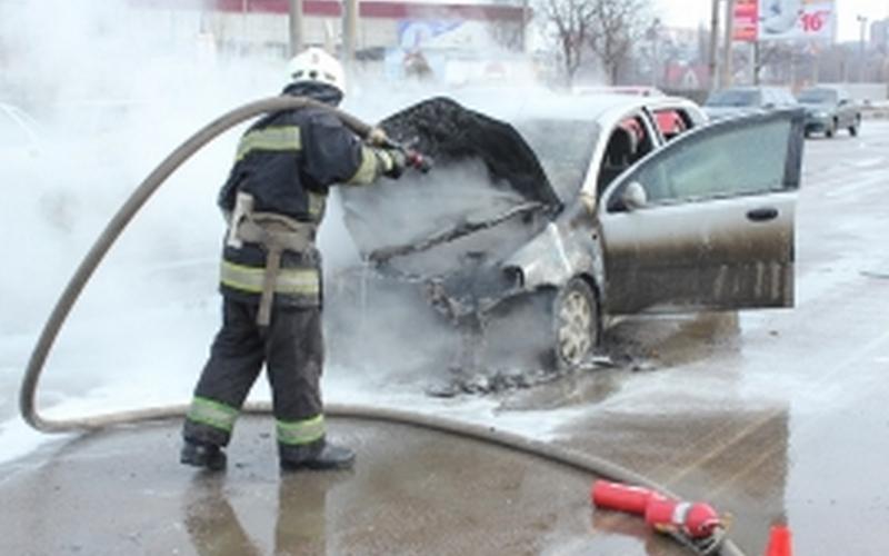 ВФокинском районе среди бела дня сгорел автомобиль