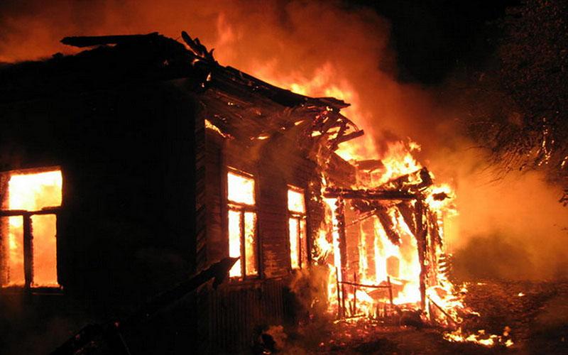 ВПогарском районе пожарные час тушили горящую дачу