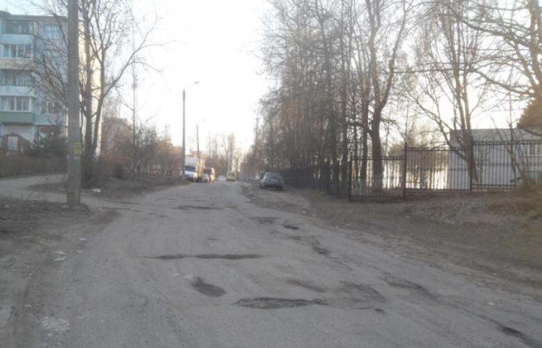 В Брянске из-за разбитой дороги жители микрорайона остались без маршруток