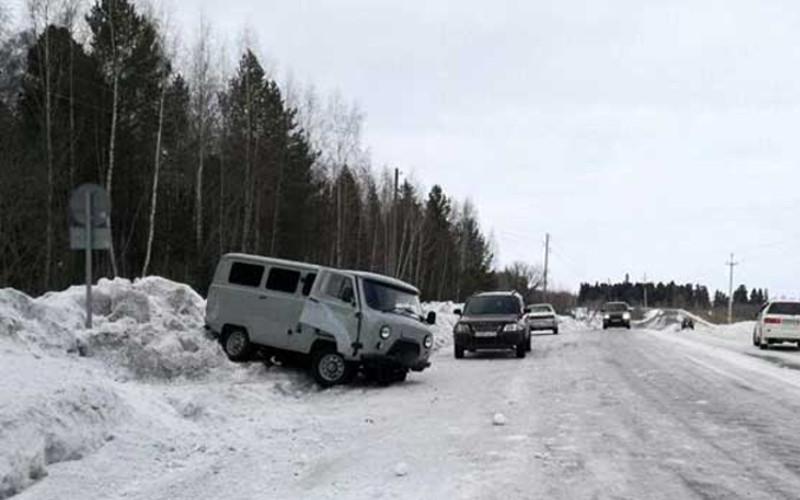 В Жирятинском районе на трассе перевернулся УАЗик — пострадал пассажир