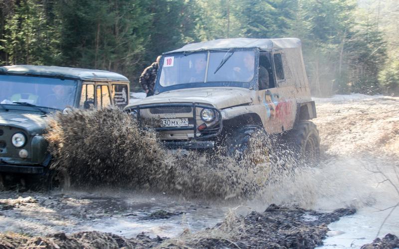 Брянцы грязи небоятся: вДятьково прошли гонки навнедорожниках