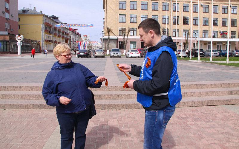 ВБрянске начали раздавать георгиевские ленточки
