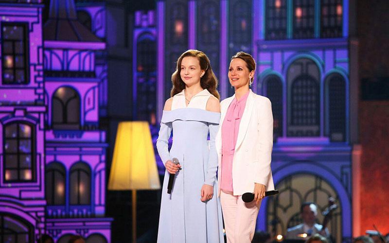 Юная певица Юлия Малинова исполнила гимн Брянской области