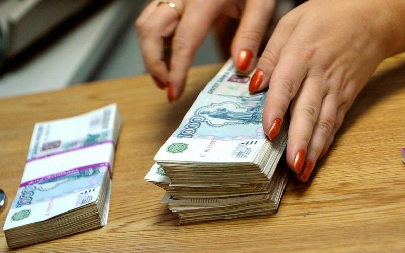 Бежицкая пенсионерка сама достала мошенницам все деньги из тайника