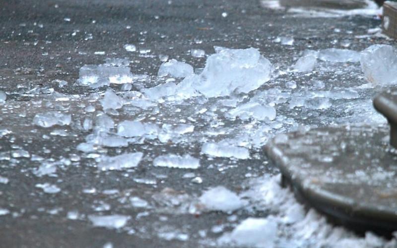В Брянске на голову трехлетнему ребенку упала сосулька
