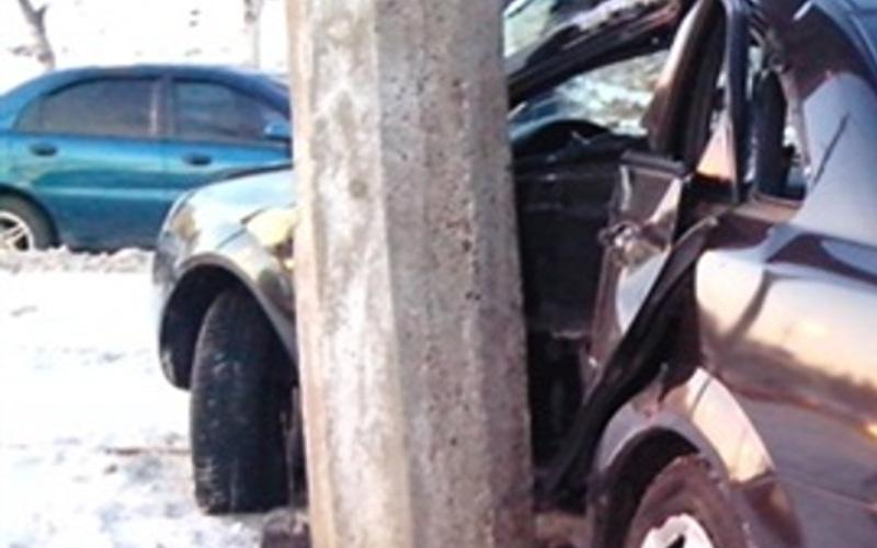 Водителя автомобиля Volkswagen под Брянском остановила электроопора