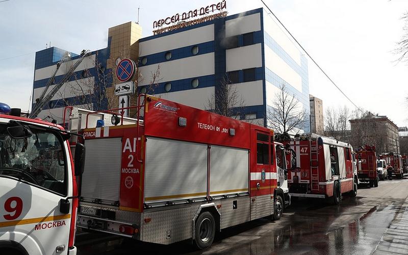 В Москве при пожаре в ТЦ «Персей для детей» погиб человек, шестеро пострадали