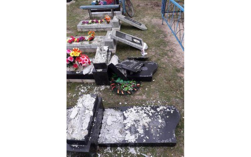ВНовозыбковском районе вандалы разгромили кладбище вТростани