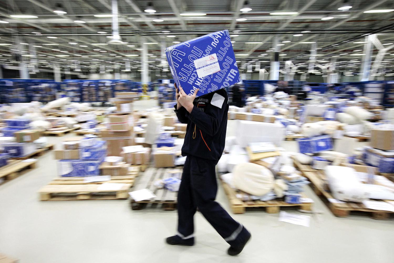 Почта России будет вскрывать посылки