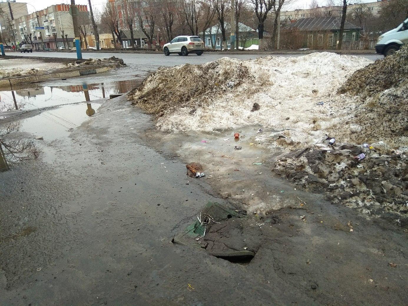 В Сети появились фото очередного провала в центре Брянска