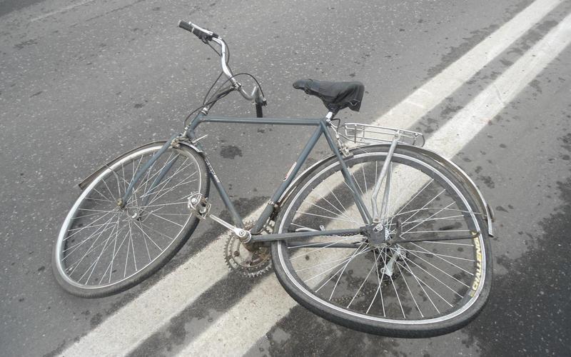 В Климовском районе легковушка покалечила велосипедиста