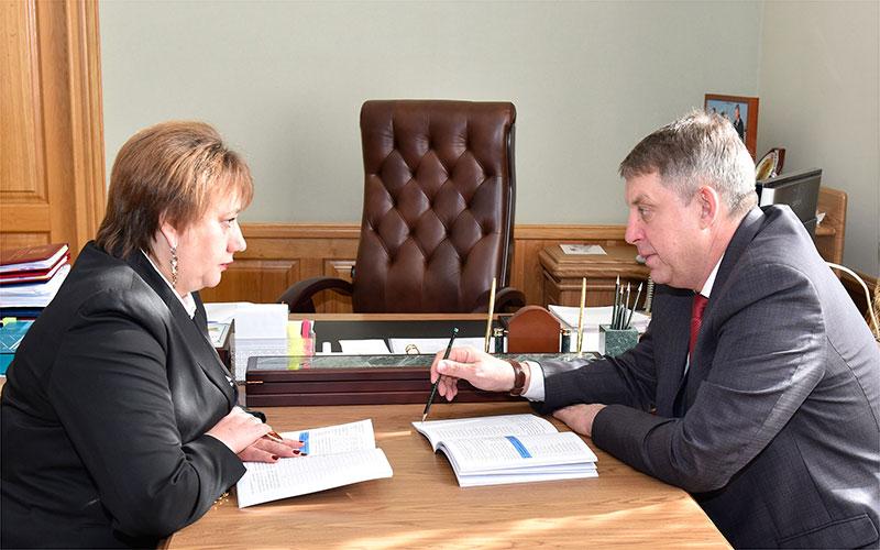 Брянский омбудсмен Литвякова поведала губернатору огероической защите детей