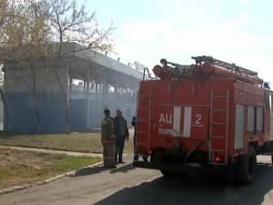Пожар подошел к автозаправке на ЧМЗ