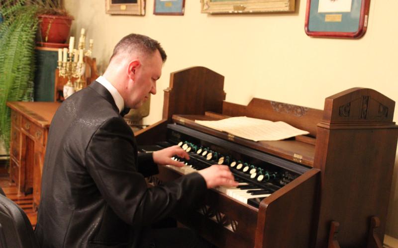 В Овстуге в «Ночь музеев» играли на фисгармонии и катались в фаэтоне