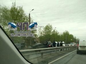 Машина перевернулась на Копейском шоссе