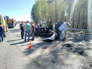 Разбившегося в ДТП водителя Mercedes эвакуировали на вертолете