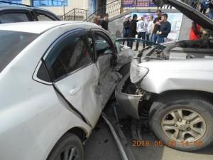 60-летний водитель врезался в несколько припаркованных машин