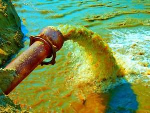 «Мечел-кокс» подозревают в сливе фенола в реку Миасс