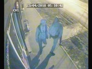 10 машин разбили ночью хулиганы в Магнитогорске