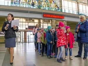 Экскурсии для детей провели челябинские железнодорожники