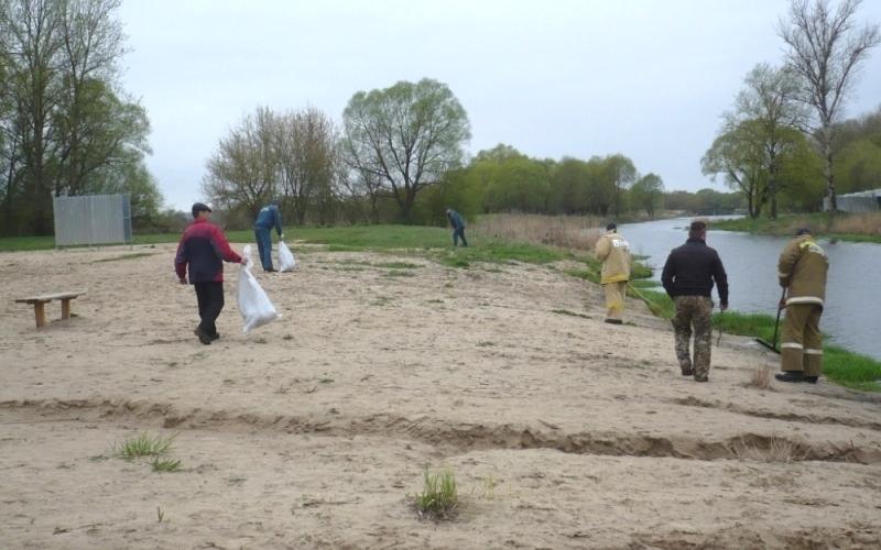 Брянские добровольцы приступили к уборке прибрежных зон