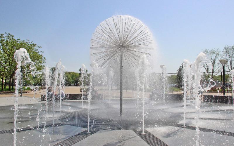 Новый фонтан на набережной Брянска повредил подросток