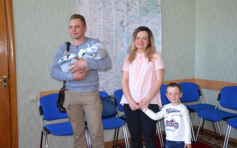 В Почепском районе отметили рождение сотого ребенка