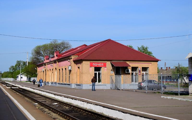 На станции Почеп с рельсов сошел тепловоз