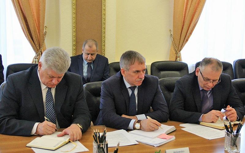 Сколько заработали заместители брянского губернатора