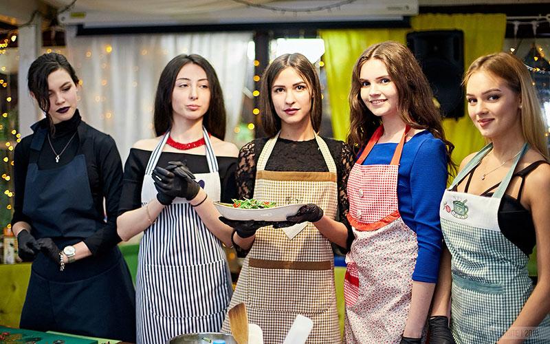 Участницы «Мисс Брянск» устроили кулинарный батл