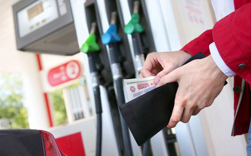 Правительство ищет способы удержать рост цен на топливо